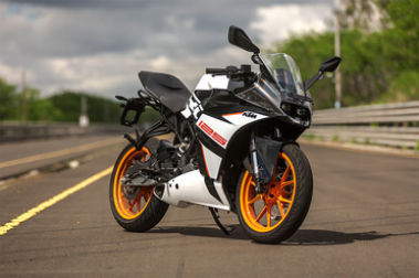 KTM RC 125 Front Right View