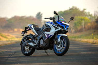 Bajaj Pulsar RS200 Front Right View