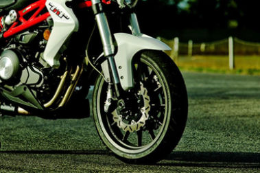Benelli TNT 300 Front Tyre View