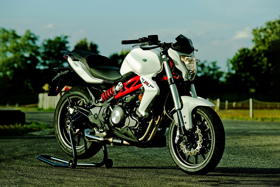 Benelli TNT 300 Right Side View