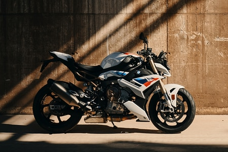 BMW 2021  S 1000 R Right Side View