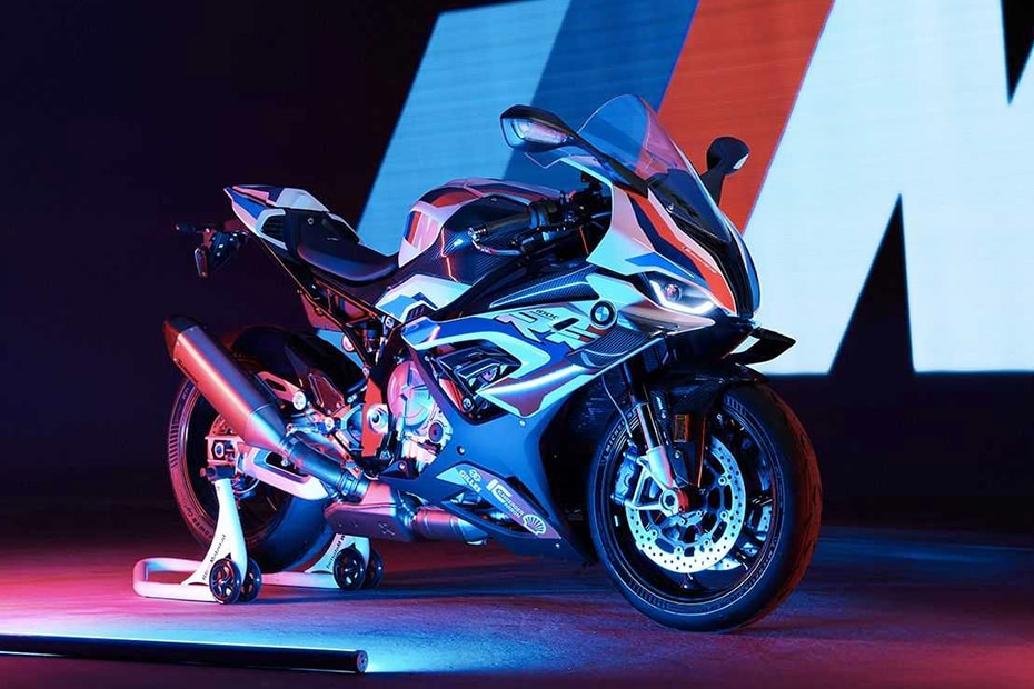 BMW M 1000 RR Front Right View