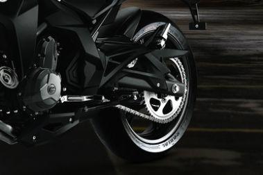 CFMoto 400NK Rear Tyre View