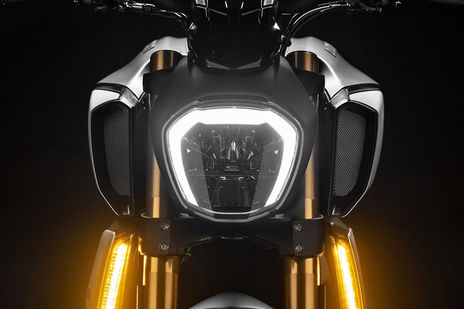 Ducati Diavel 1260 Head Light