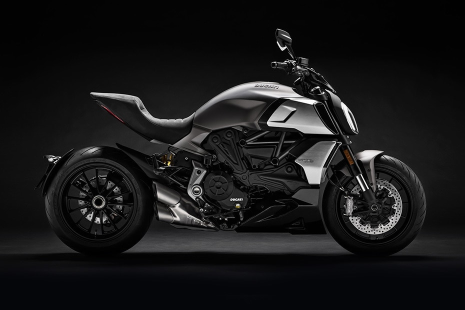 Ducati Diavel 1260 Right Side View