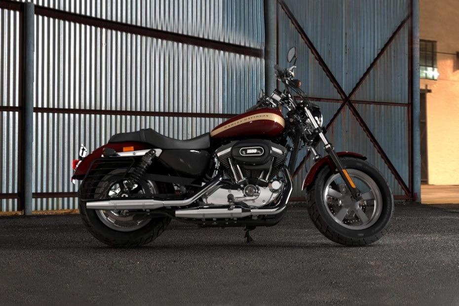 Harley Davidson 1200 Custom Right Side View