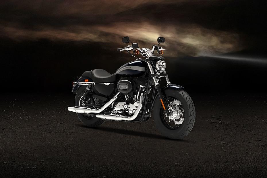 Harley Davidson 1200 Custom Front Right View