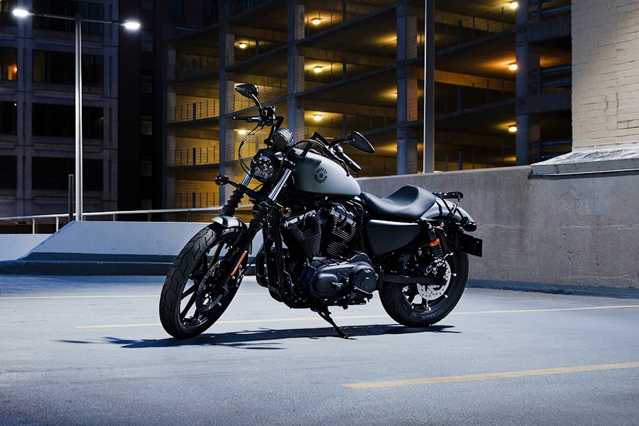 Harley Davidson Iron 883 Front Left View