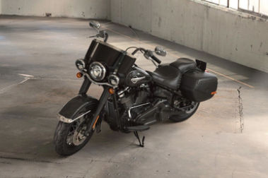 Harley Davidson Heritage Classic Front Left View