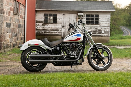 Harley Davidson Low Rider Rear Right View