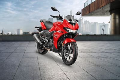 Hero Xtreme 200S Front Right View