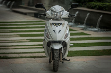 Hero Maestro Edge 125 Front View