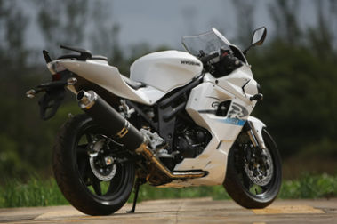 Hyosung GT650R Rear Right View