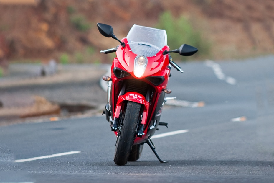 Hyosung GT250R Front View