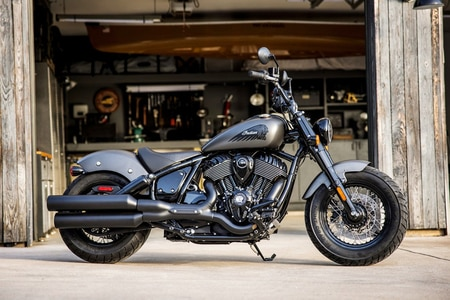 इंडियन Chief Bobber Dark Horse Left Side View