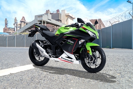 Kawasaki Ninja 300 Front Right View