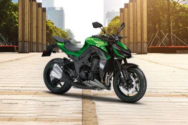 Kawasaki Z1000 Front Right View