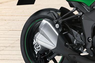 Kawasaki Z1000 Exhaust View