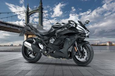 Kawasaki Ninja H2 SX Front Right View