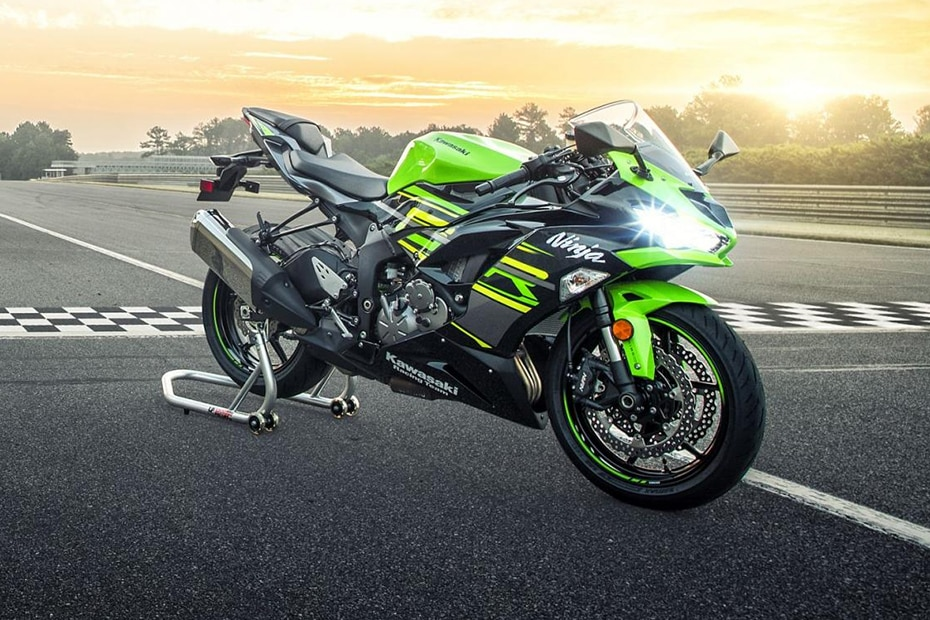 Kawasaki Ninja ZX-6R Front Right View