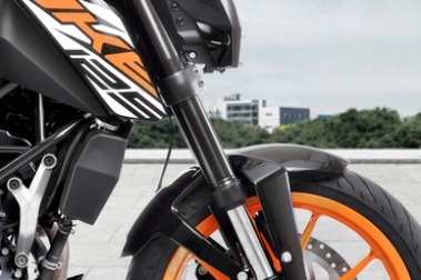 KTM 125 Duke Front Mudguard & Suspension