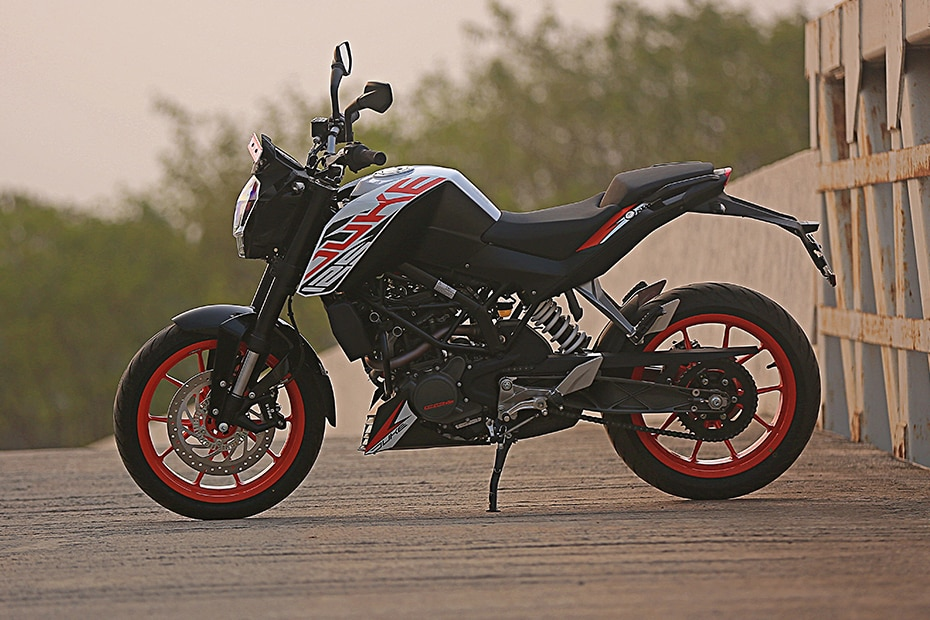 KTM 125 Duke Left Side View