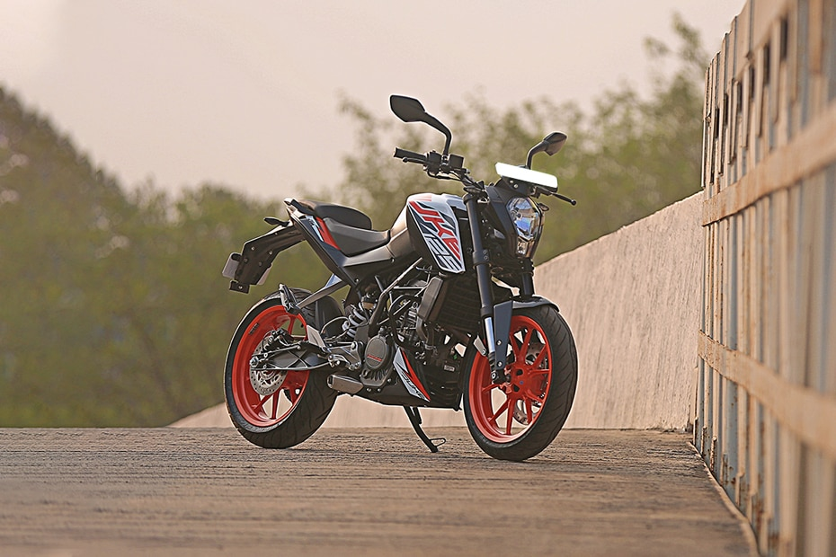 How To Change Brakes >> KTM 125 Duke BS4 Price, Images, Mileage, Specs & Features