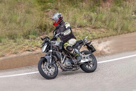 KTM 2022  390 Duke
