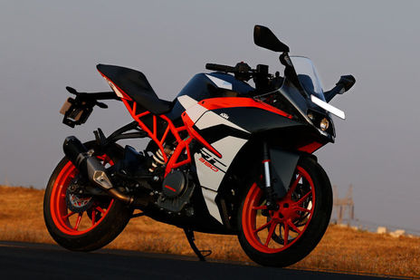 ktm rc 390 2018 price emi specs images mileage and colours. Black Bedroom Furniture Sets. Home Design Ideas