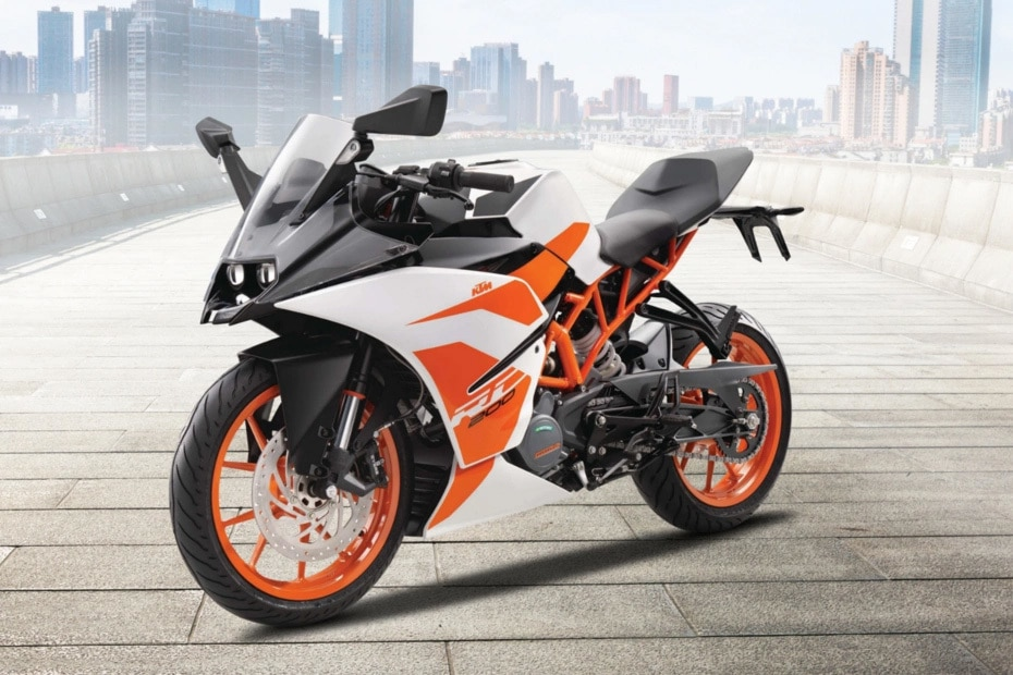 KTM RC 200 Right Side View