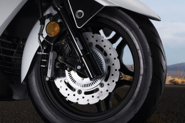 22Kymco X-Town 300i Front Tyre View