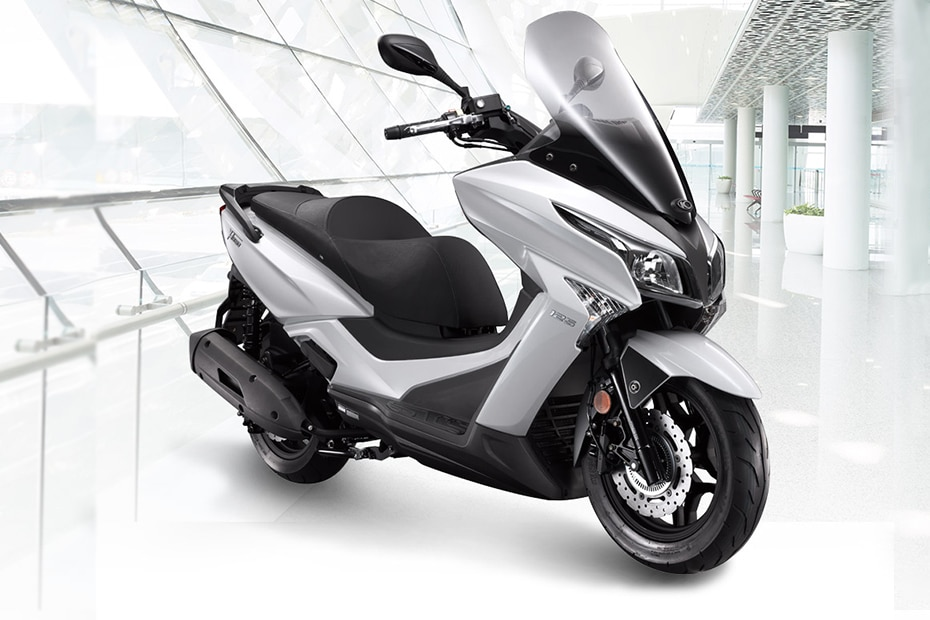 22Kymco X-Town 300i Front Right View