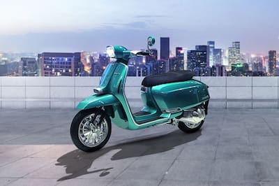 लम्बरेटा G-Special Electric Scooter Front Left View
