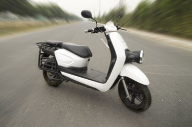 Li-ions Spock Electric Scooter Front Right View