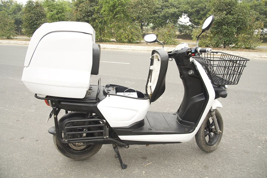 Li-ions Spock Electric Scooter Right Side View