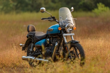 Royal Enfield Meteor 350 Front Right View