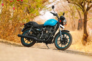 Royal Enfield Thunderbird 500X Front Right View