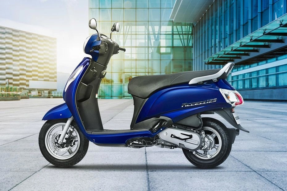 Suzuki Access 125 BS4 Right Side View