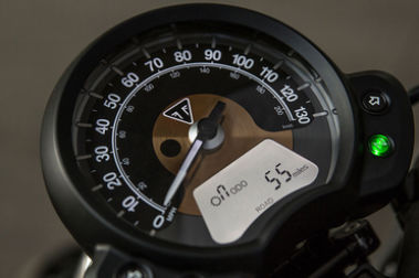Triumph Bonneville Bobber Speedometer