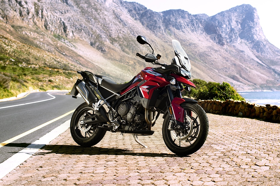 ट्रायंफ Tiger 900 Front Right View