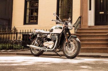 Triumph Bonneville T120 Front Right View