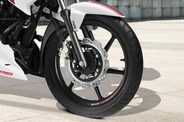 टीवीएस अपाचे आरटीआर 160 Front Tyre View