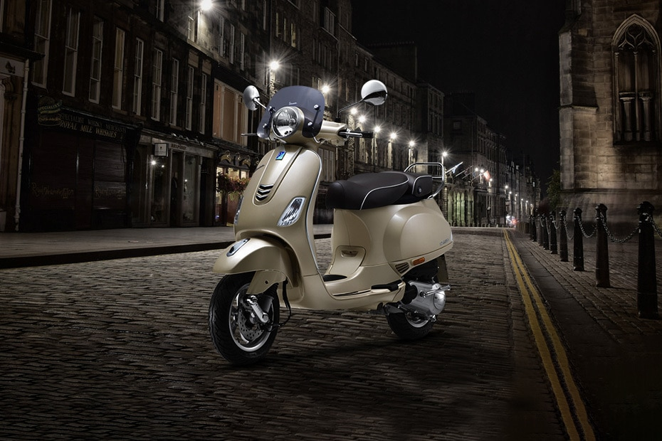 Vespa Elegante 150 Front Left View