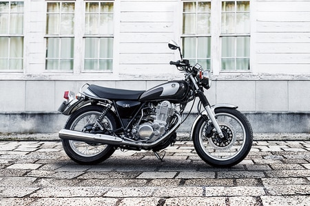 Yamaha SR400 Right Side View