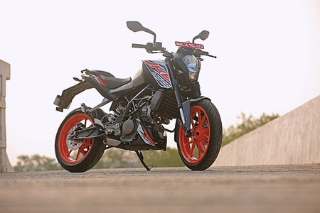 KTM 125 Duke Overtakes Yamaha MT-15 In Sales