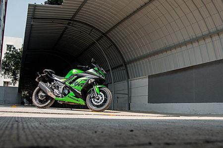 Kawasaki Ninja 300 vs Benelli 302R: Real World Performance Compared