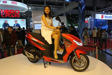 Aprilia SXR 125 Maxi-scooter: What To Expect