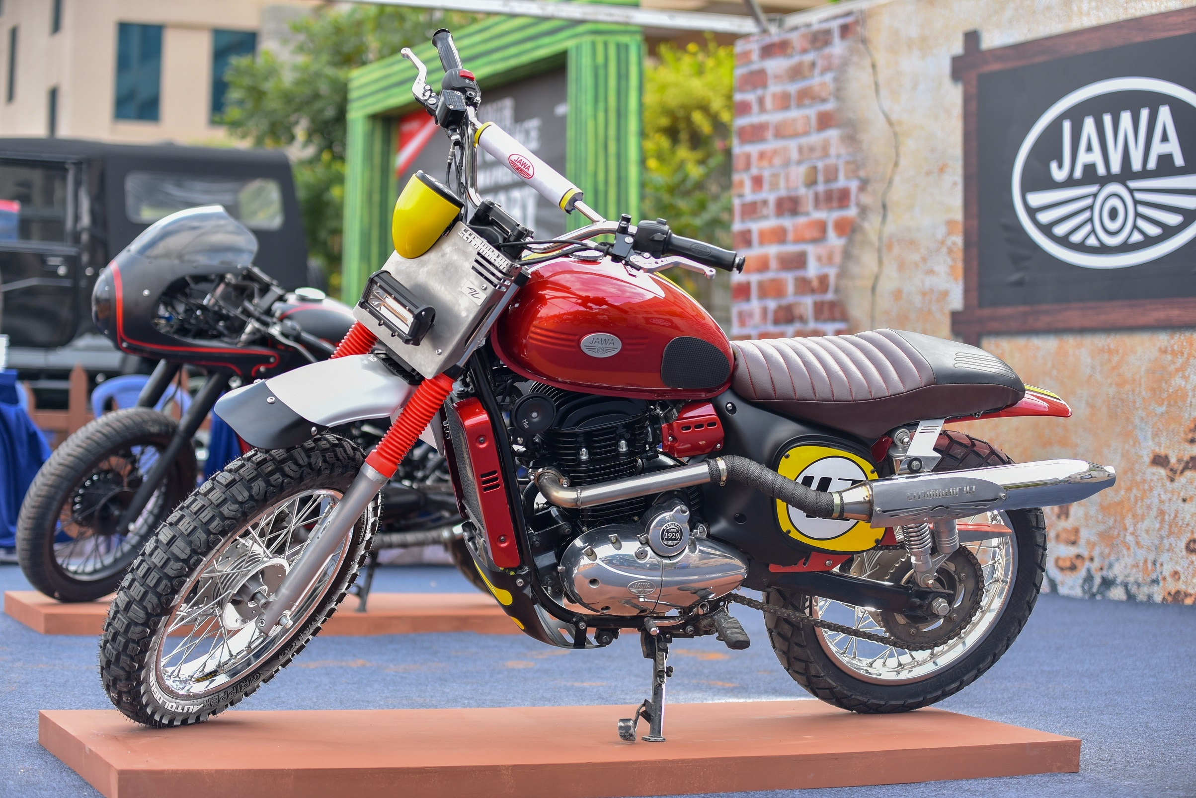 Jawa 42 Price, Mileage, Images, Colours, Specs, Reviews