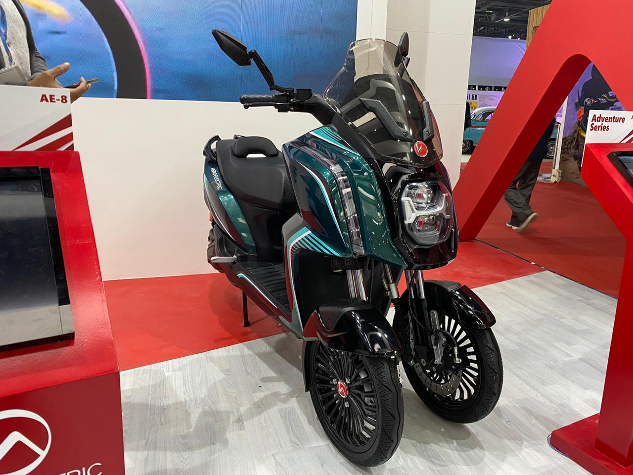 Hero AE-3 Electric Scooter: Image Gallery