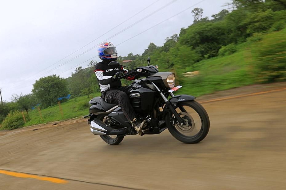 BikeDekho: Suzuki Intruder 150 FI - Road Test